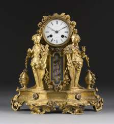 ORNATE mantel clock IN the LOUIS STYLE, England/ France, Thomas Pearce & Son, 2 SEIZE. Half of the 19th century. Century