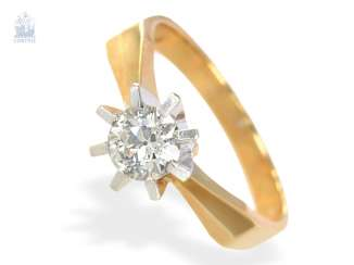 Ring: gold wrought ring with a large old European cut diamond of approximately 0,75 ct, CA. 1950