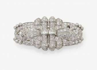 ART DÉCO CLIP-BROOCH SET WITH DIAMONDS . France, around 1930