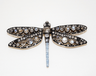 Brooch with diamonds and enamel