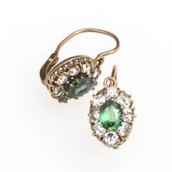 Small pair of earrings with green and colorless stones