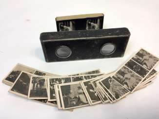 Stereo-photo viewer / Stereomat with erotic photos of the early 20th century. Century, two magnifying glasses, around 1900, good condition.