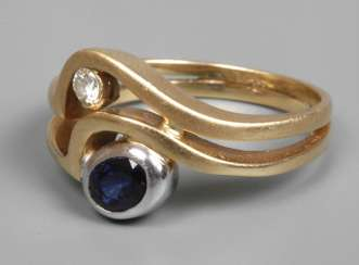 Ladies ring with sapphire and Brillant