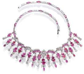 Magnificent necklace with diamonds