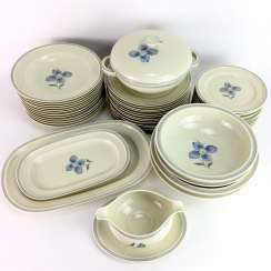 Dining service for 12 people: Rosenthal porcelain, cream-colored, glazed, decor flower blue, around 1930, very good.