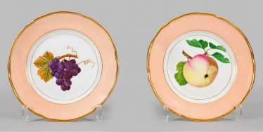 Pair of Biedermeier-style ornamental plates with fruit decor