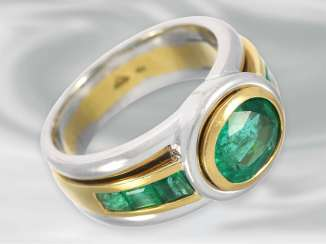 Ring: valuable and very solidly crafted 18K emerald gold wrought ring, center stone of 1.6ct