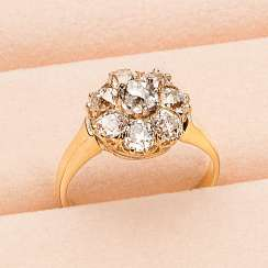 Petite Fleur Ring with diamonds