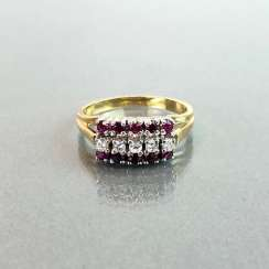 Elegant ladies ring with ruby and diamonds. Yellow Gold / White Gold 585.