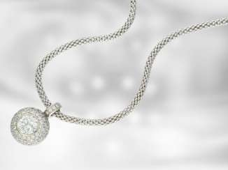 Trailer: valuable white gold pendant with a fine brilliant-cut diamonds of about 1.75 ct, brilliant-cut diamonds total approx. 3,3 ct, 18K Gold