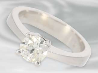 Ring: solid white Golden solitaire/diamond ring with 0.9 ct, 18K Gold, hand work