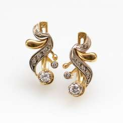 Stud earring pair with brilliant-cut diamonds.