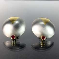 High profile platinum stud earrings with yellow gold item 750, as well as two rubies, one of a kind worked very well.
