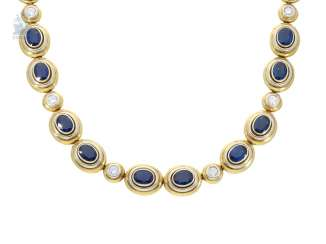 Necklace/Collier: very high quality, with fine brilliant-cut diamonds and sapphires-encrusted goldsmiths ' work, 14,28 ct