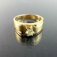 Ladies ring / locking ring: yellow gold 585, diamond approximately 0.25 carats, in prong setting, 2. Half of the 20. Century