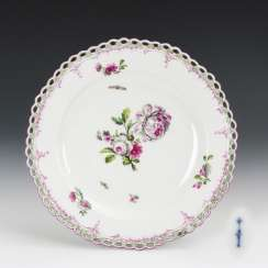 Dessert plate with flower painting
