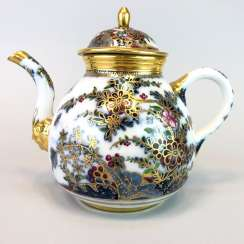 Highly significant and Museum-like teapot with mask spout: Meissen porcelain in about 1725.