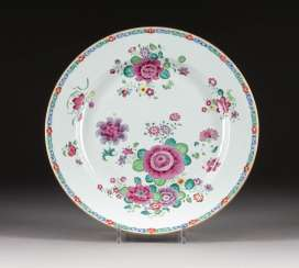 FAMILLE ROSE BOWL WITH FLORAL DECOR
