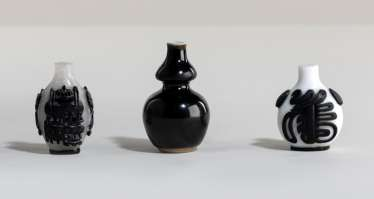 Miniature double gourd Vase and two Snuffbottles