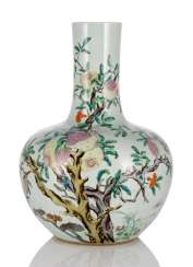 Large bottle vase with pomegranate decoration, in the colours of the 'Famille rose'