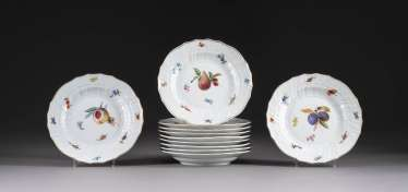 ELEVEN PLATES WITH FRUIT PAINTING