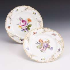 2 plates with flower painting