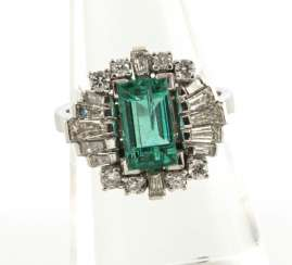 Beautiful Emerald And Diamond Ring