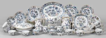 Coffee, tea and dinner service with onion pattern decor