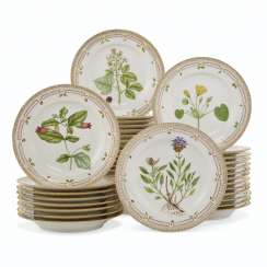 THIRTY-SIX ROYAL COPENHAGEN PORCELAIN 'FLORA DANICA' DINNER PLATES