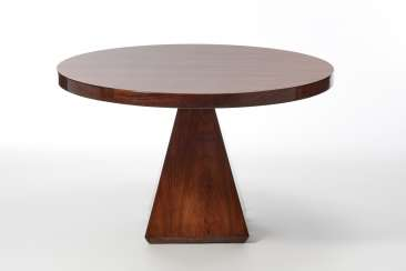 Dining table with circular top model
