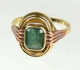 Ring with green stone yellow gold / ring size 333
