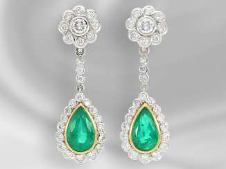 Earrings: luxurious, very attractive and formerly expensive vintage earrings with high quality emerald trim and numerous brilliant-cut diamonds, together approx. 3,8 ct, the court jeweller Roesner