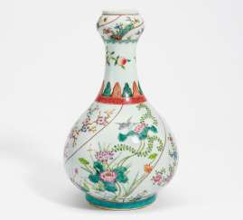 Garlic vase, with birds singing, and flowers of the four seasons