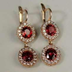 Earrings with pendants with diamonds and garnets