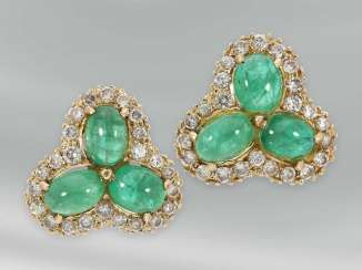 Earrings: decorative vintage flower stud earrings with emerald cabochons and diamonds, 14K yellow gold