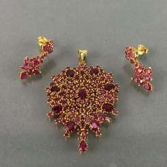 Opulent necklace-pendant and earrings with rubies.