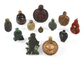 GROUP OF 12 SNUFFBOTTLES FROM