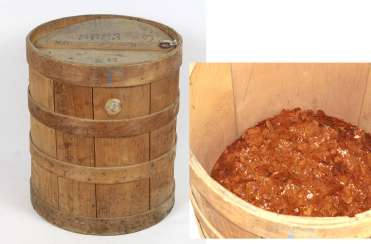 Wooden barrel with shellac