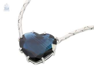 Chain/necklace: extremely high quality, white gold-necklace with a large heart-sapphire of very fine quality, approx. 8ct