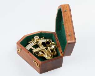 Sextant by Calvin and Hughes London dated 1917 pollished bronze with chromed dial in wooden box