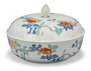 A MEISSEN PORCELAIN KAKIEMON BOWL AND COVER