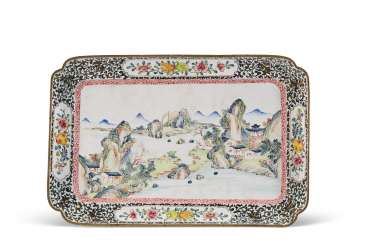 A CHINESE PAINTED ENAMEL RECTANGULAR TRAY