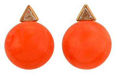 Pair of coral earrings with diamonds