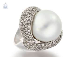 Ring: a very elaborately crafted and high quality ladies ring with an exceptionally large South sea pearl and brilliant-cut diamonds, Italian design jewelry, handmade, approx. 2ct brilliant, NP lt. Owner of about 25, 000,-DM