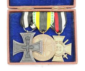 Sachsen-Meiningen: Medalbar with 3 awards in a case.