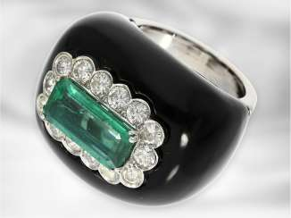 Ring: unusual Italian Designer Ring with emerald, diamonds and Onyx, 14K white gold