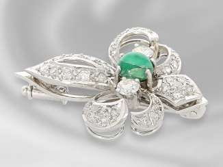 Brooch/needle: white gold, very decorative emerald/diamond gold-wrought brooch motif