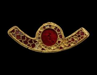 AN ANGLO-SAXON GOLD AND GARNET FITTING
