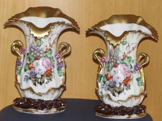 This pair of vases with floral decoration. Russia, mid XIX century