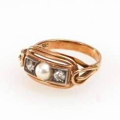 Ladies ring with cultured pearl and old European cut diamonds.